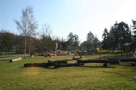 Lu Sorot Sokle kinderspielanlage im sauerpark rosport