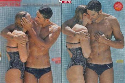 donna si fa la doccia pellegrini e magnini doccia passionale tra baci e