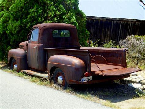 rusty pickup truck rusty old truck post no1