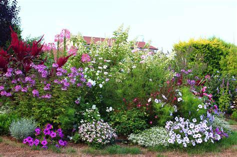 Creer Un Jardin Fleuri Toute L ée by Massif Fleuri Toute L Annee Maison Design Apsip