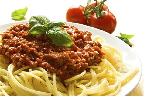 cuisine spaghetti fettuccine bolognese recipe dishmaps