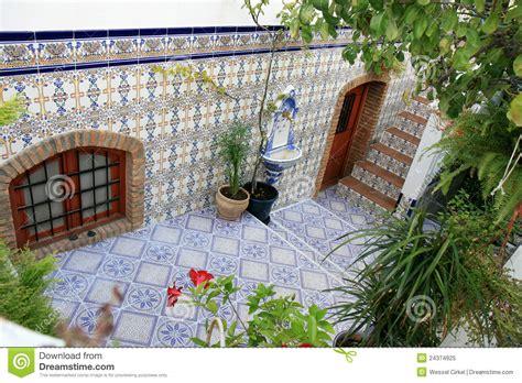 Floor Plans With Courtyard cour avec des azulejos espagnols nijar andalousie photo