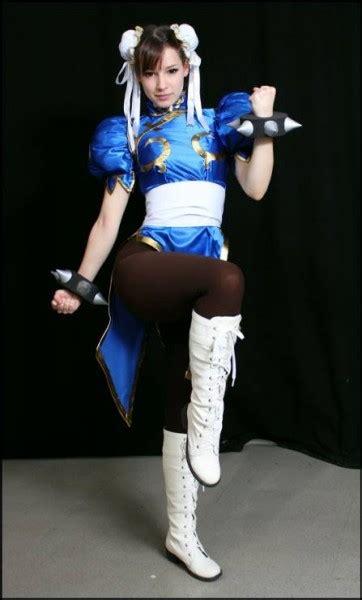 enji cosplayer cantik yang bisa meniru banyak anime