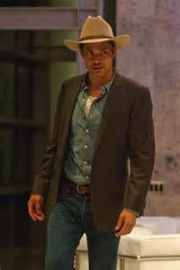 justified raylan s gray suit coat and bamf style