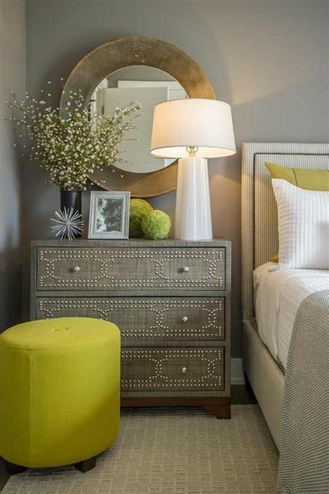 spiegel nachtschrank schlafzimmer dekorieren gestalten sie ihre wohlf 252 hloase
