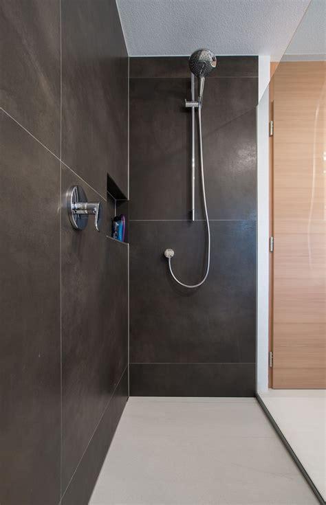 Badezimmer Fliesen Deckenhoch by Fliesen Gro 223 E Formate Dusche Bodenb 252 Ndig Design