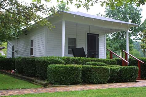 elvis s home in tupelo mississippi