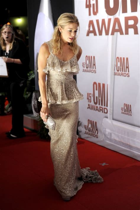 Cma Awards Leann Rimes by Leann Rimes At 45th Annual Cma Awards 02 Gotceleb