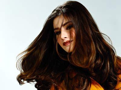 model rambut yang diwarnai agar rambut diwarnai tahan lama
