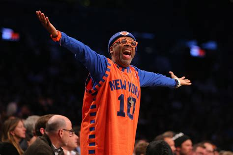 new york knicks fans new york knicks spike lee will pack bags for phil jackson