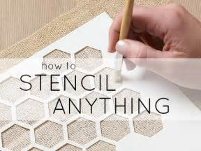 learn how to stencil and stenciling tips