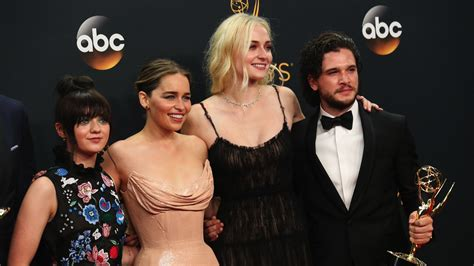 cast of game of thrones paid the new game of thrones cast salaries are now the highest