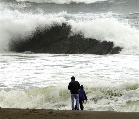 sneaker wave claimed man son  oregon beach  columbian