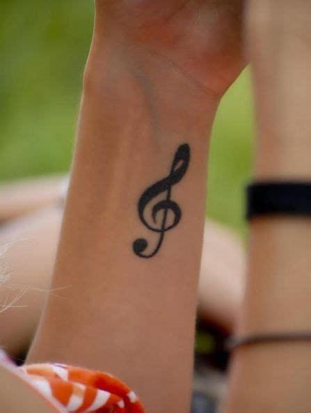 tatuaggi polso interno tatuaggio chiave di violino interno polso tatto note sound