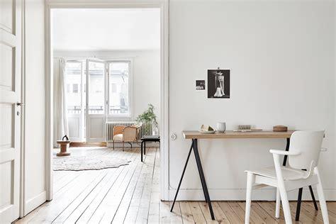 minimalistisch hout interieur zweeds huis met een minimalistisch interieur roomed