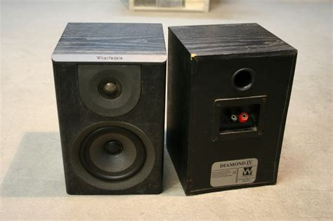 sealed cabinet bookshelf speakers from the 1990s what