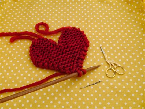 Knit Heart Pattern Easy | free pattern knitted heart julie the knits