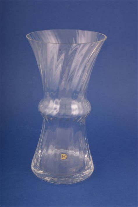 Buy Glass Vases Glass Vase From 163 8 25 3 In Stock To Buy Now Dartington