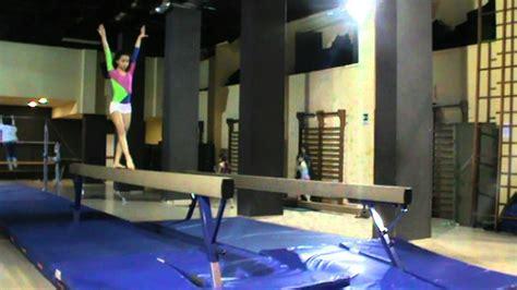 tutorial verticale yoga verticale handstand ginnastica artistica allenamento al