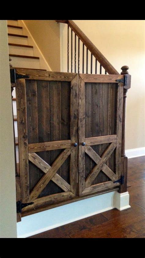 Wood Gate Door And Rod Railing The Gate Is A Model Of Barn Door Railing