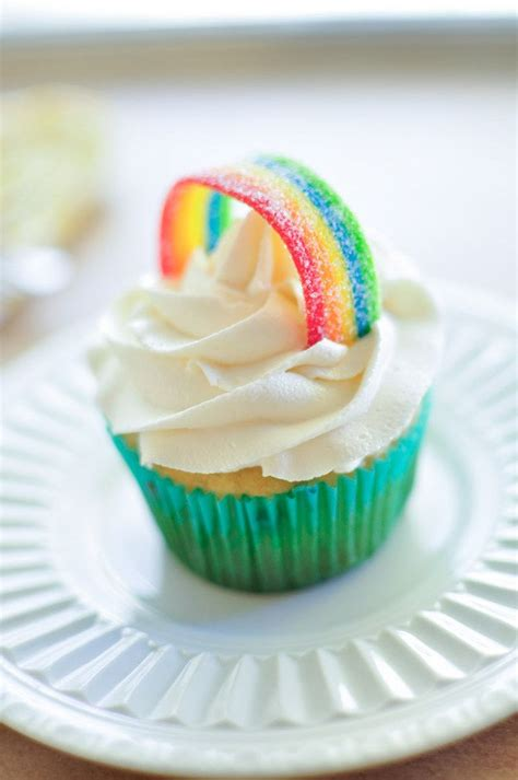 Ways To Decorate Cupcakes With Icing by Best 20 Rainbow Frosting Ideas On Rainbow