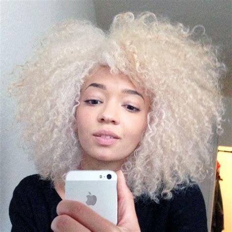bleached afro hair images d 233 colorer ses cheveux afro naturels en blond platine je
