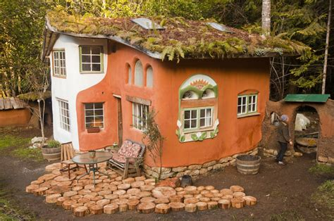 Cob Cottage by Laughing House Cob Cottage Company