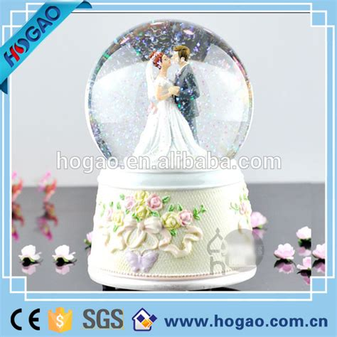 snow globes with custom polyrersin wedding snow globes with souvenir