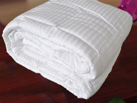 natural comfort down alternative comforter hotel select 250tc down alternative white oversize