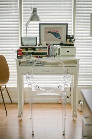 Desk Solutions For Small Spaces And Out Chic Interiors Small Space Solutions