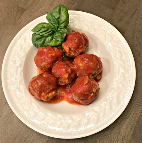 Handmade Meatballs - meatballs in tomato sauce nutrition in the kitchen