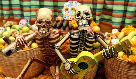 imagenes halloween y dia de muertos fiesta mexicana del d 237 a de muertos se mezcla con halloween