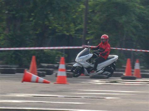 Honda Pcx 2018 Abs by Uji Singkat Honda Pcx Abs 2018 Review Mobil123