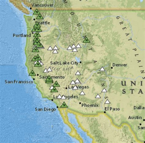map us volcanoes here are all the volcanoes in the us and how dangerous