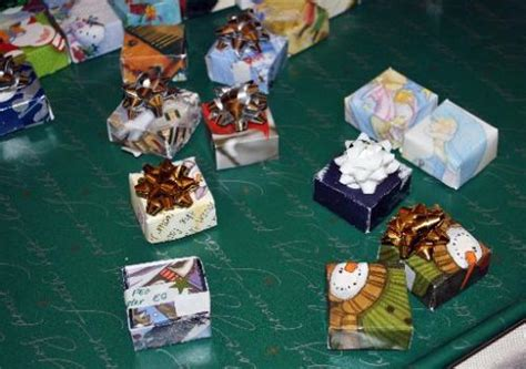 peo makes tiny gifts for area seniors fort