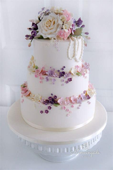 Wedding Cake Flower Tops by Best 25 Sugar Flowers Ideas On Sugar Flower