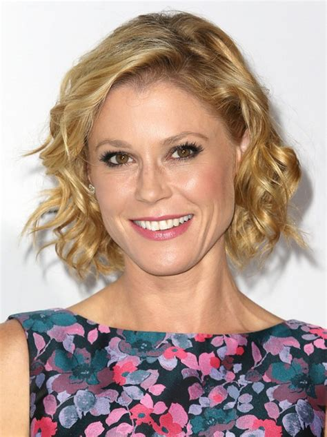 short trendy for women over 40 2015 julie bowen short curly hairstyle 2015 hairstyles for