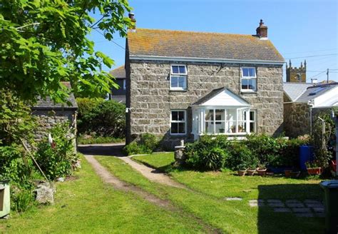 bungalow with charming facade hwbdo11716 at the end of cornwall charming fisherman s