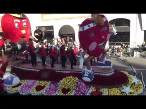 2016 rose bowl parade floats 2016 rose bowl parade american heart float youtube