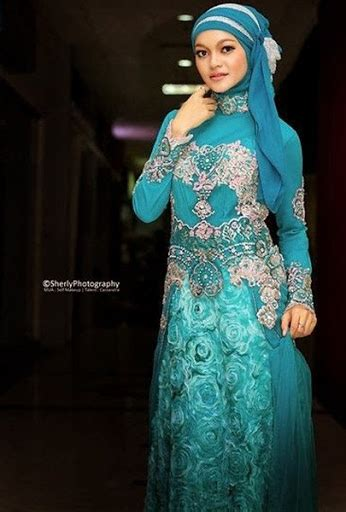 Kebaya La 21 by 21 Trend Model Baju Kebaya Wisuda Muslim Hijabers Terbaru