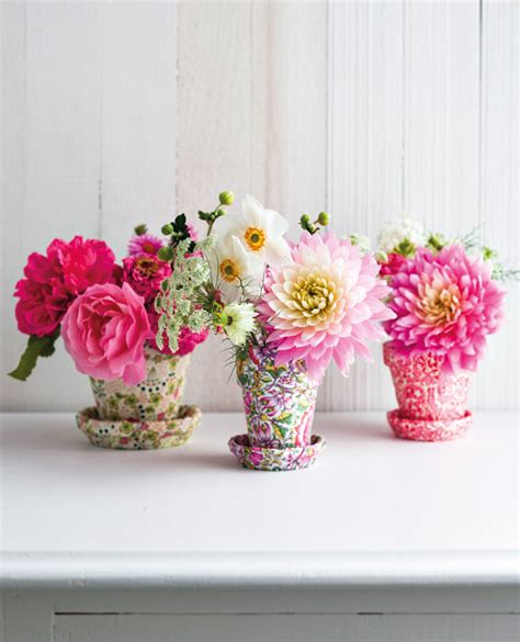 Small Vase Of Flowers by Small Flower Pots As Vases Pictures Photos And Images