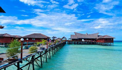 Paket Kltserum Kalimantan menikmati keindahan bawah laut di kepulauan derawan pulau derawan