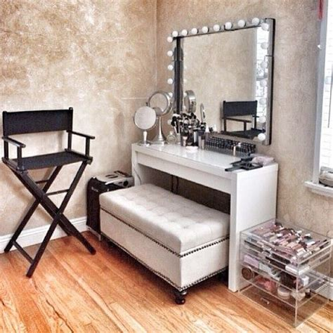 E Vanity by 25 Best Ideas About Makeup Dresser On