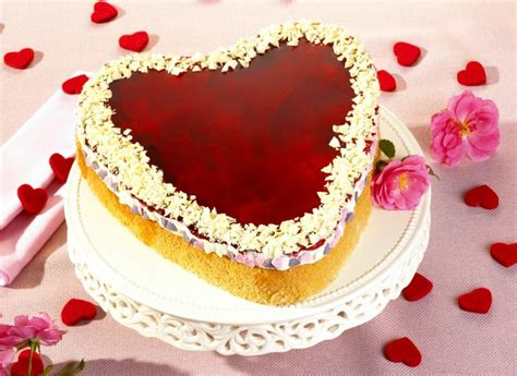 valentinstag kuchen in herzform s 252 223 e torten zum valentinstag