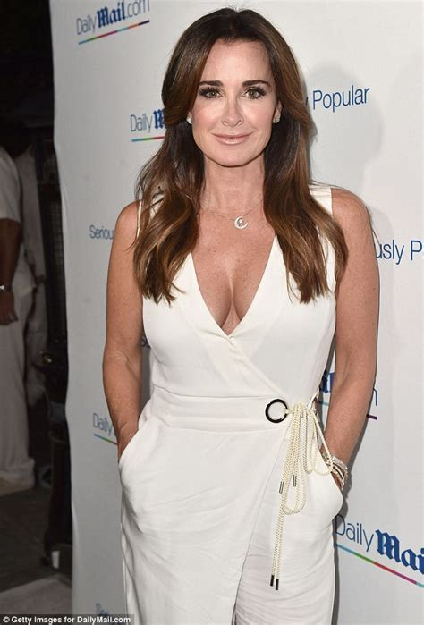 hair style from housewives beverly hills kyle richards looks ageless at the dailymail com summer