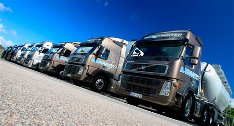 volvo trucks china geely buys 3 3 billion stake in volvo trucks