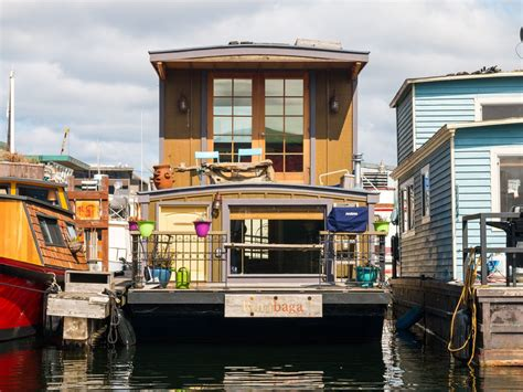 vrbo seattle boat rutabaga houseboat on lake union vrbo
