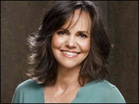 how tall is sally fields height