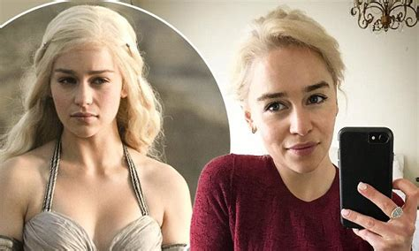 emilia clarke pubes game of thrones emilia clarke relishes newly dyed hair