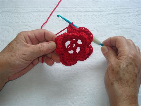 croche passo a passo 8 pictures to pin on pinterest passo a passo flor de croch 234 para broche